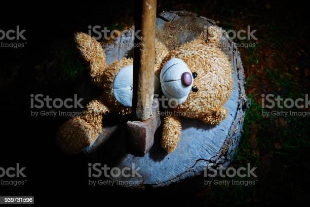 Toy teddy bear lying on a wooden log killed by an ax picture id939731596?b=1&k=6&m=939731596&s=612x612&h=hgih mpbva2r66 weu6tok9qlkwprqkai8zjmvp lpy=
