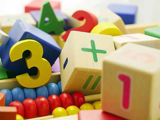 Spielzeug aus Holz zahlen – Foto