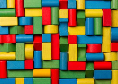 Photo libre de droit de Jouets Pâtés De Maisons En Bois Des Briques Groupe Des Pièces Colorées Building banque d'images et plus d'images libres de droit de Abstrait