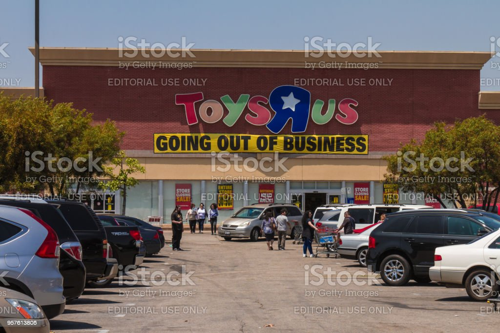 Toys R Us After Filling For Bankruptcy Stock Photo More Pictures
