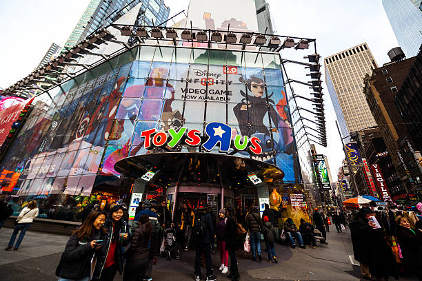 Toys r us storefront in times square picture id468228506?b=1&k=6&m=468228506&s=612x612&w=0&h=lb7zwrpajibz5 iwlhvvgq9lwpyqh2co qxp6ty 5na=