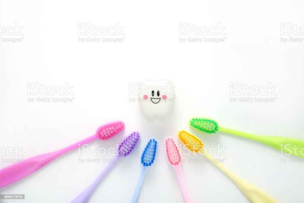 Spielzeug Zähne dental in einer lächelnden Stimmung mit Zahn bunt - Lizenzfrei Ausrüstung und Geräte Stock-Foto