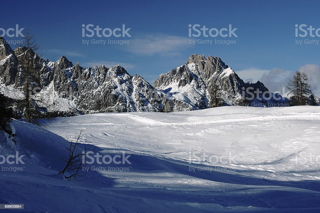 Tra terra e invernale cielo Стоковые фото Стоковая фотография