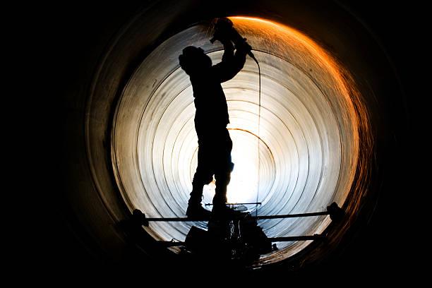 keine gasoduto trabalhador - peeling herstellen stock-fotos und bilder