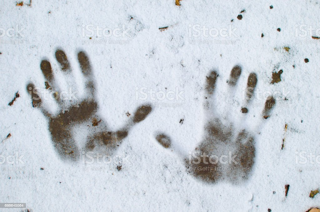 Traces of hands on the snow foto de stock libre de derechos