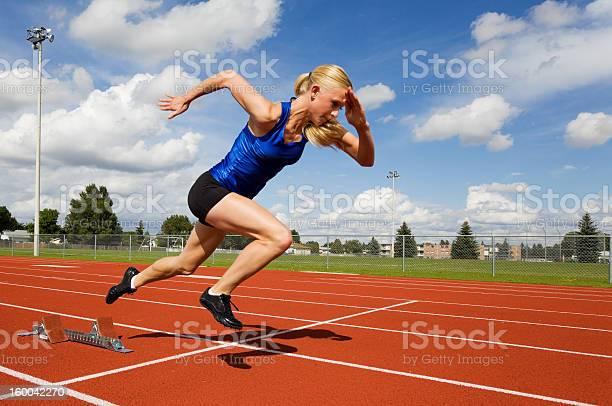 Atleta De Pista Foto de stock y más banco de imágenes de Correr