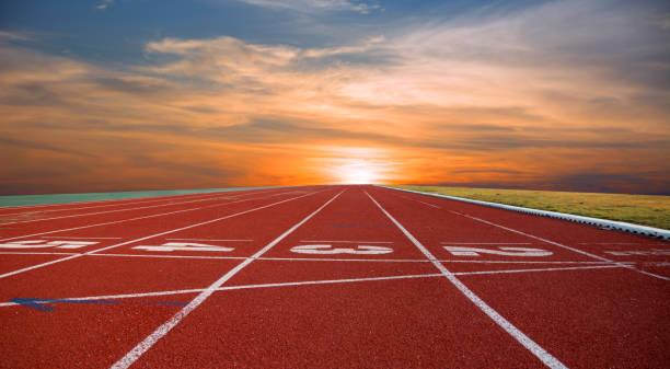 pista de correr, línea - atletismo fotografías e imágenes de stock