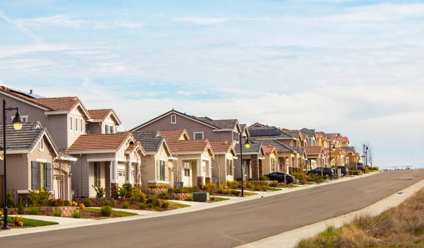 Tract Homes Finished Tract homes in Northern California residential district stock pictures, royalty-free photos & images