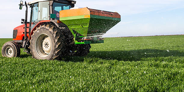 Traktor Düngung im Feld – Foto