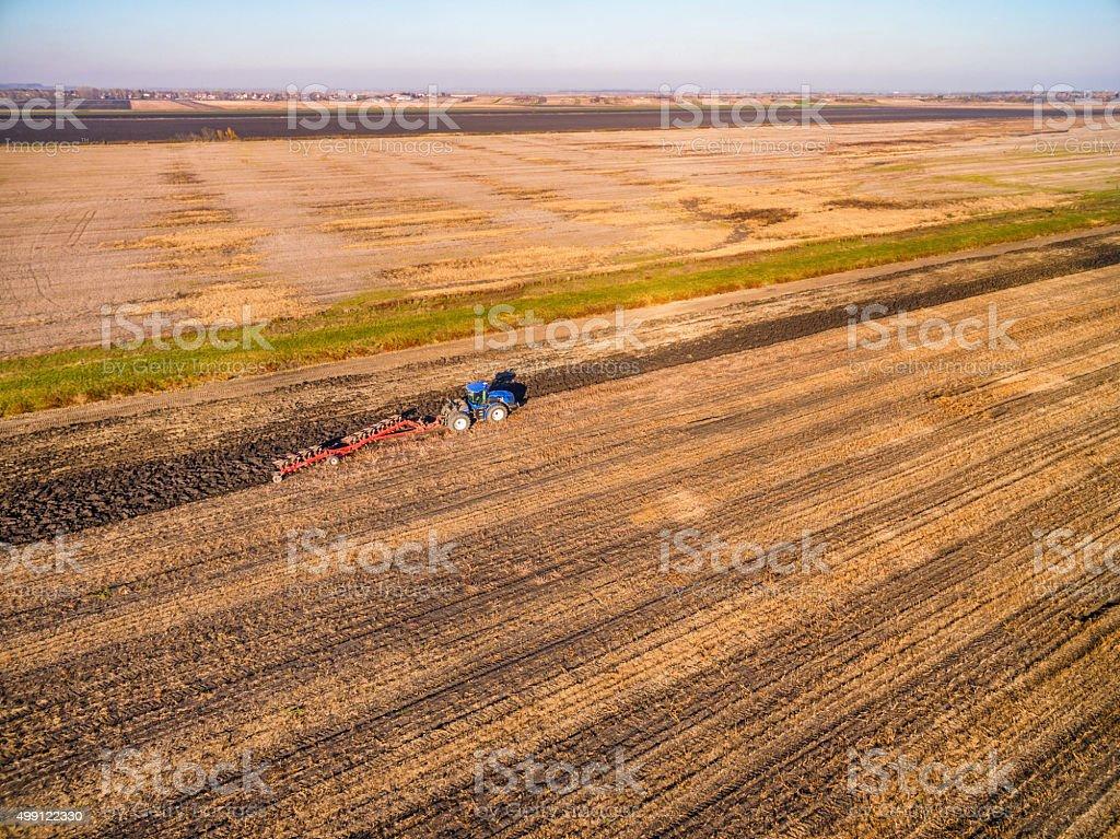 Labourage tracteur le champ - Photo