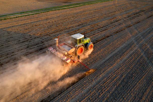 Traktor Seeding Weizen, Luftansicht – Foto
