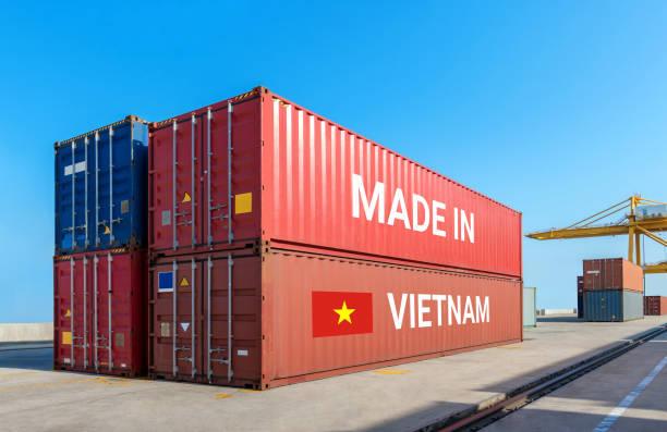 Guerra comercial , Hecho en Vietnam concepto logístico inteligente. Transporte de buques de carga de transporte Empresa de importación y exportación de contenedores para Logística y Transporte.Inversión china hacia el Sudeste Asiático. - foto de stock