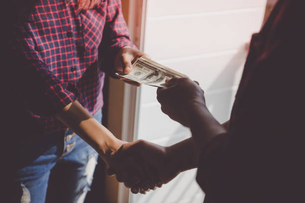 Trading money for deal for corruption or agreement, no face Trading money for deal for corruption or agreement, no face borrowing stock pictures, royalty-free photos & images