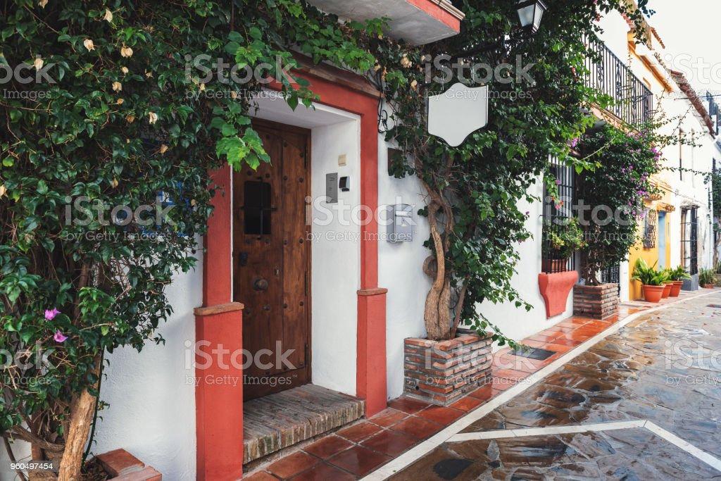 Arquitectura andaluza tradicional de la ciudad de Marbella, España - Foto de stock de Aire libre libre de derechos