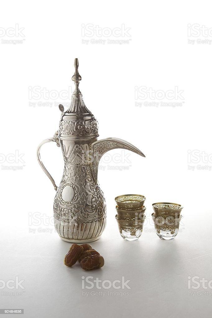 Traditionellen arabischen Kaffee set mit getrockneten bearbeiten Lizenzfreies stock-foto