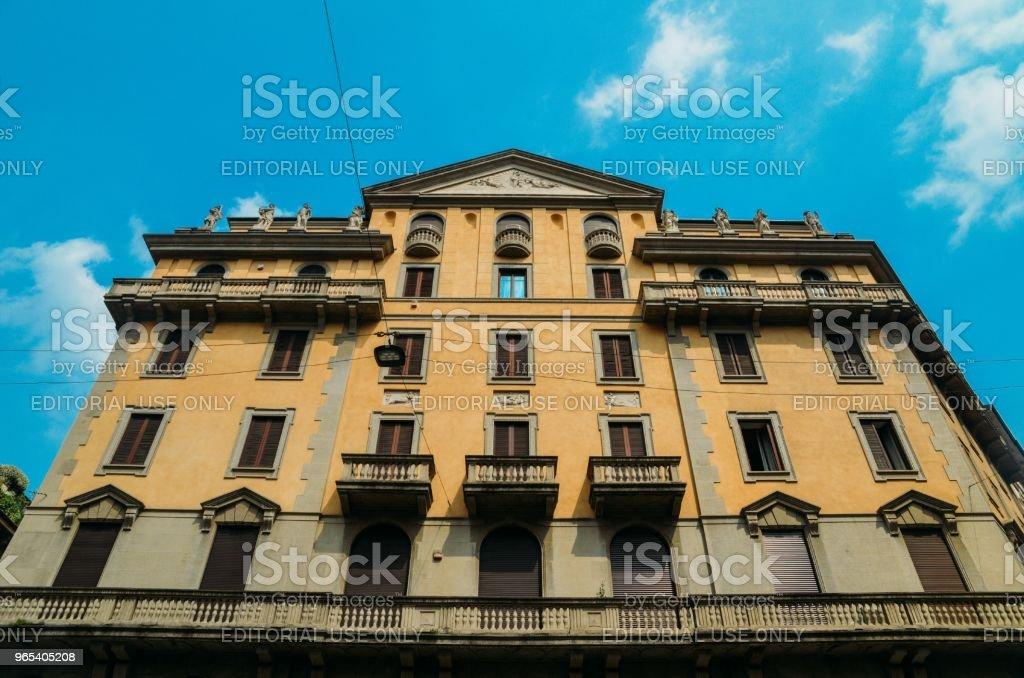 Architecture traditionnelle à son tour du XXe siècle de style Art Nouveau à Piazza Eleonora Duse, dans le quartier de Porta Venezia de Milan, Lombardie, Italie - Photo de A la mode libre de droits