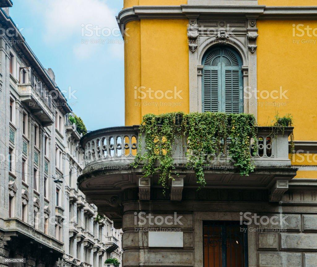 Architecture traditionnelle à son tour du XXe siècle de style Art Nouveau au quartier de Porta Venezia de Milan, Lombardie, Italie - Photo de Appartement libre de droits