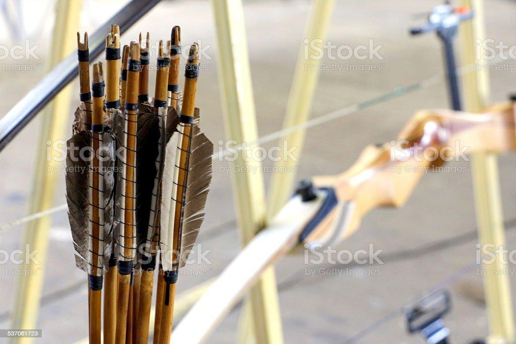 Tradicional de flechas y la competencia bow - foto de stock