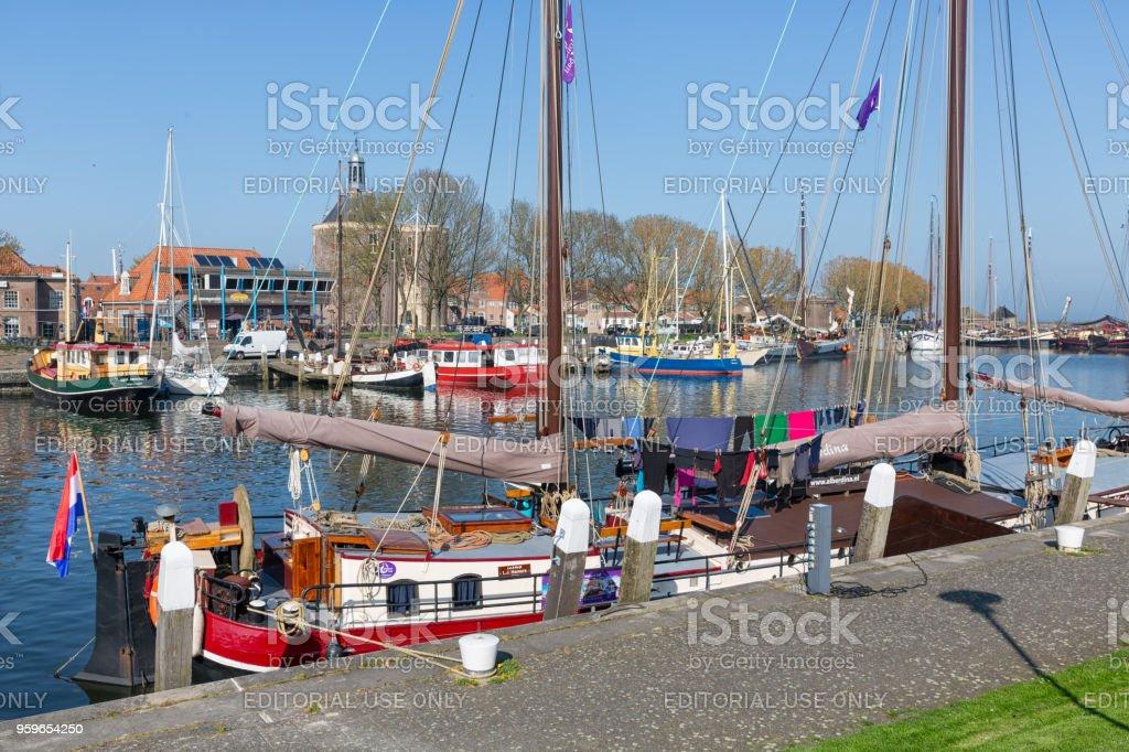 Tradicional barcaza en Puerto de Enkhuizen, Países Bajos - Foto de stock de Agua libre de derechos