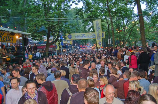 """traditional beer festival Erlangen, Bavaria, Germany - June 4, 2009: Crowd celebrating with live music at the famous traditional beer festival / folk festival called """"Erlanger Bergkirchweih"""" or simply """"Der Berch"""" at Erich-, Huebner-, Niklas-, Hofbraeu- and Entlas Keller erlangen stock pictures, royalty-free photos & images"""