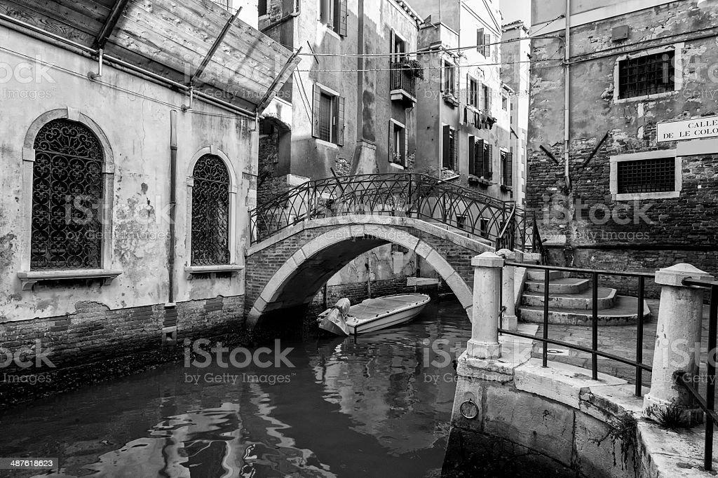 Traditionelle Brücke an einem Kanal in Venedig – Foto