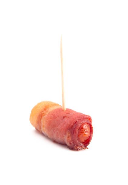 traditionelle britische schweine in die leere mit zahnstochern - schnelles weihnachtsessen stock-fotos und bilder