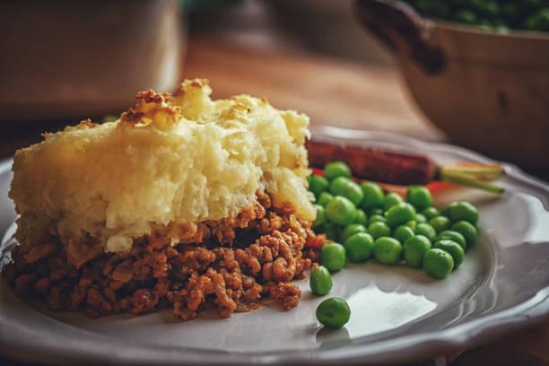 torta de shepard britânico tradicional - torta salgada - fotografias e filmes do acervo