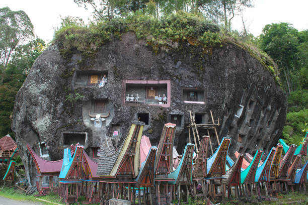 Traditional burial ground in Tana Toraja Traditional burial ground in Tana Toraja Sulawesi, Indonesia sulawesi stock pictures, royalty-free photos & images