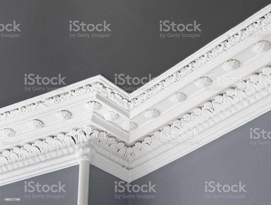 Tradizionale soffitto Cornice modanatura - foto stock