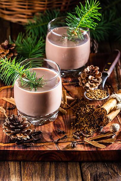 traditional chilean christmas drink cola de mono - monkey tail - weihnachten de stock-fotos und bilder
