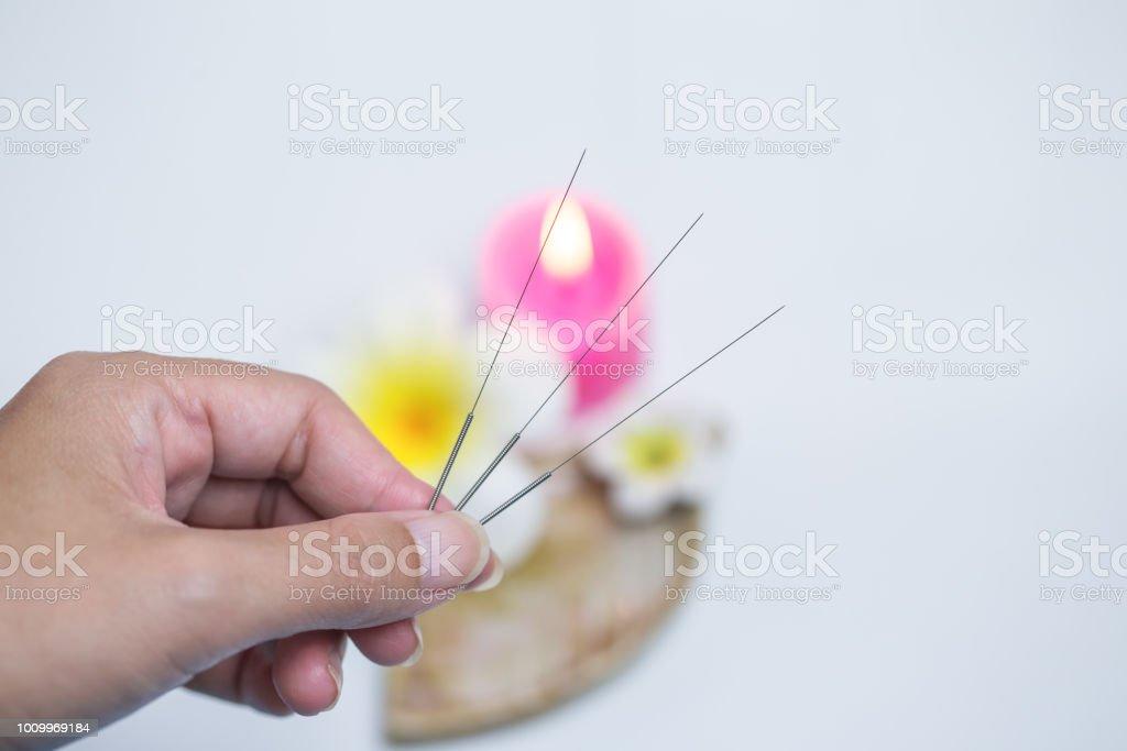 Tratamiento de la medicina tradicional China - acupuntura - foto de stock