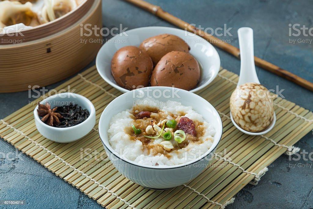 Traditionell chinesischem Reisbrei auf Abendessen Lizenzfreies stock-foto