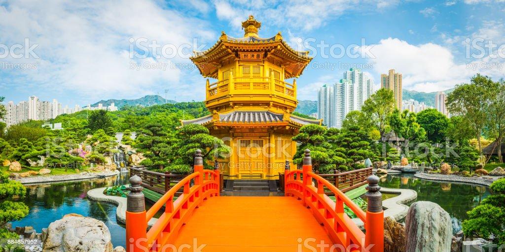 Traditionelle chinesische hölzerne Pagode Brücke Nan Lian Garden Hong Kong – Foto