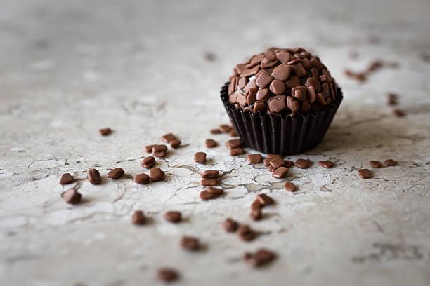 Traditional chocolate truffes - foto de acervo