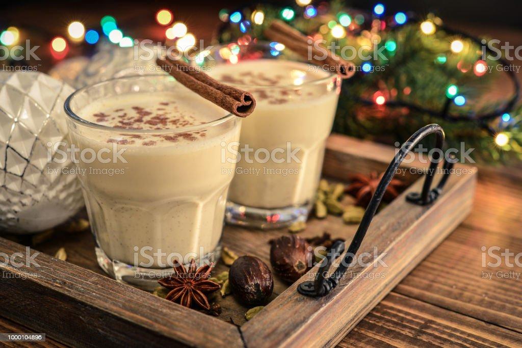 Traditionelle Weihnachten trinken Eierlikör – Foto