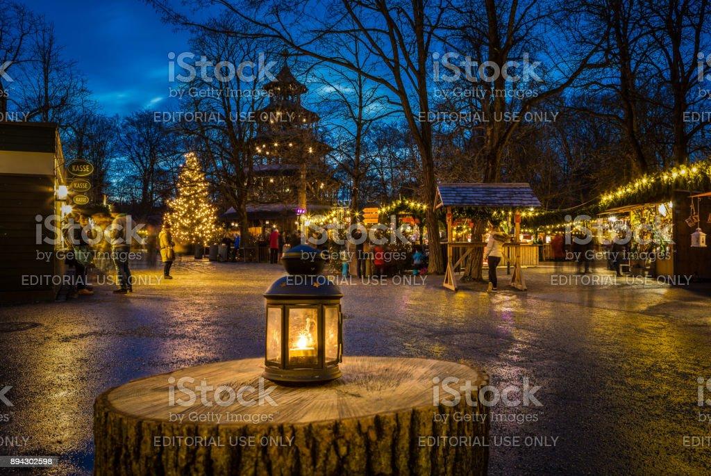 Weihnachtsmarkt Am Chinesischen Turm.Traditioneller Weihnachtsmarkt Am Chinesischen Turm München