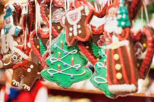 Traditioneller Weihnachtsmarkt Messe In Europa Stockfoto und mehr Bilder von Baum