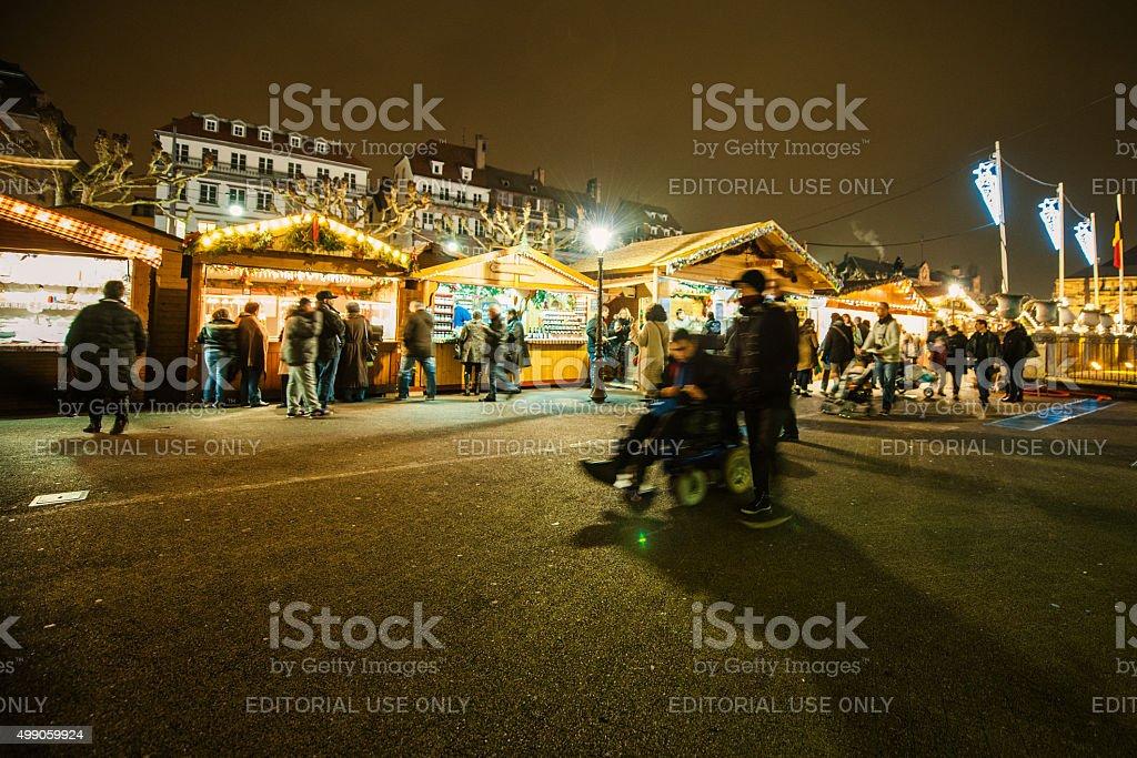 Traditionelles Weihnachts-Markt in der historischen Stadt Straßburg, Frankreich – Foto