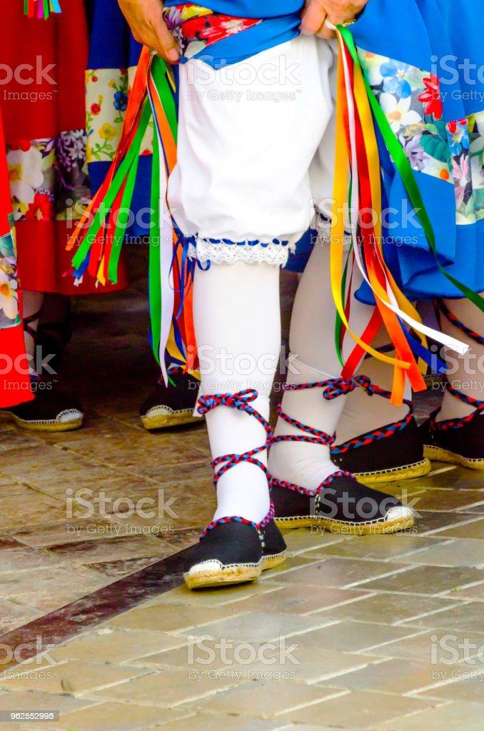 sapatos coloridos tradicionais para trajes folclóricos em Espanha, sapatos de dança, - Foto de stock de Adulto royalty-free
