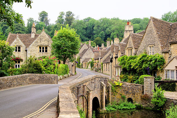 traditional cotswold village, england - engeland stockfoto's en -beelden