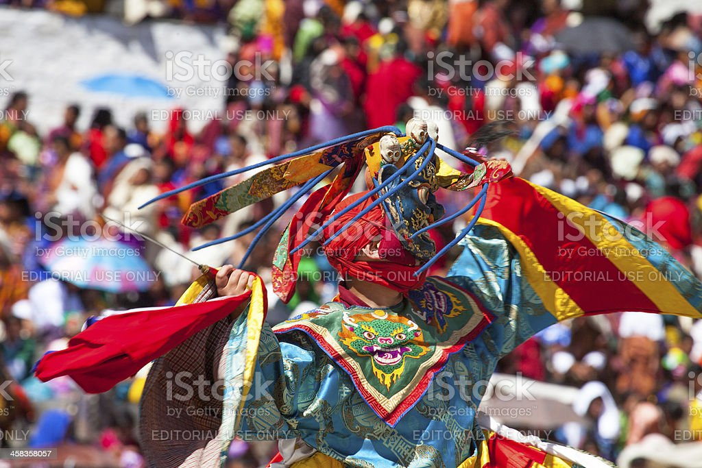 Traditional dance at festival in the Timphu Dzong foto