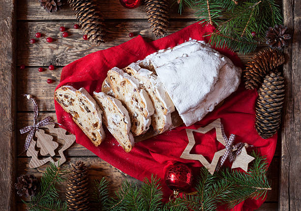 traditional dresdner german christmas cake stollen with raising, berries and - marzipanbrot stock-fotos und bilder