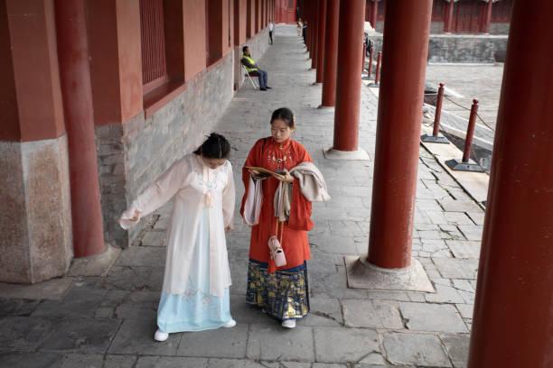 Traditionelle Kleidung in Innenbereichen des Palastmuseums, Verbotene Stadt Peking getragen – Foto