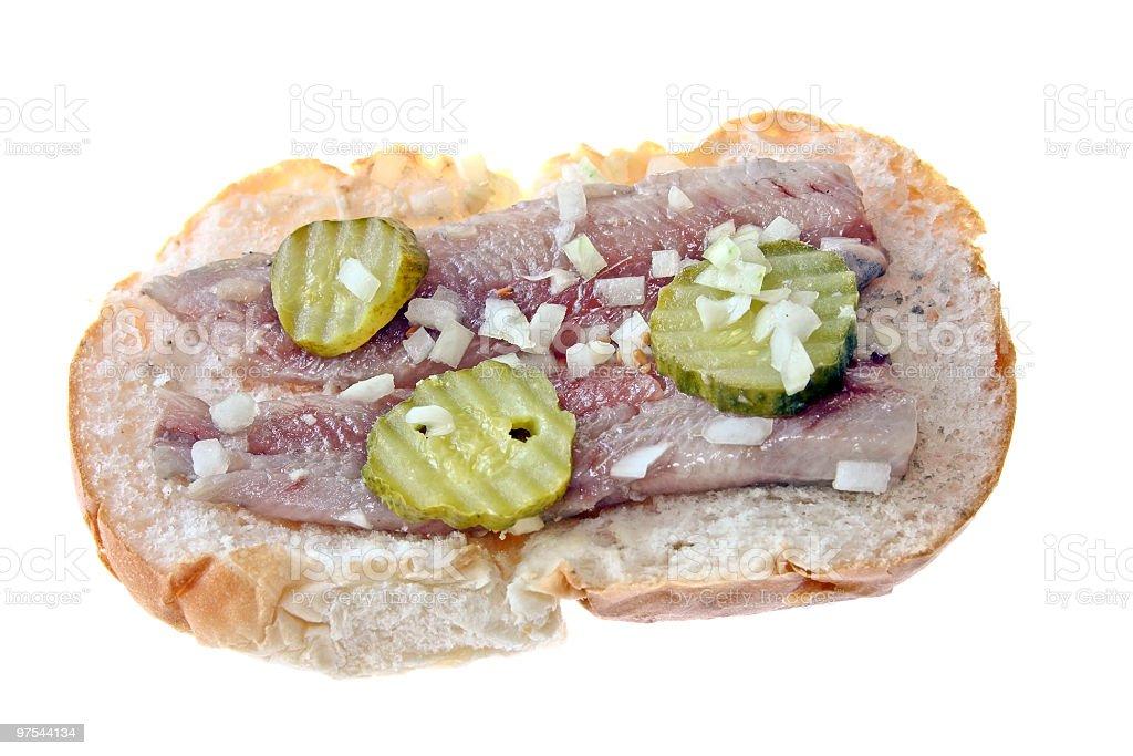 Chevrons traditionnelle néerlandaise un sandwich avec des oignons et des marinades photo libre de droits