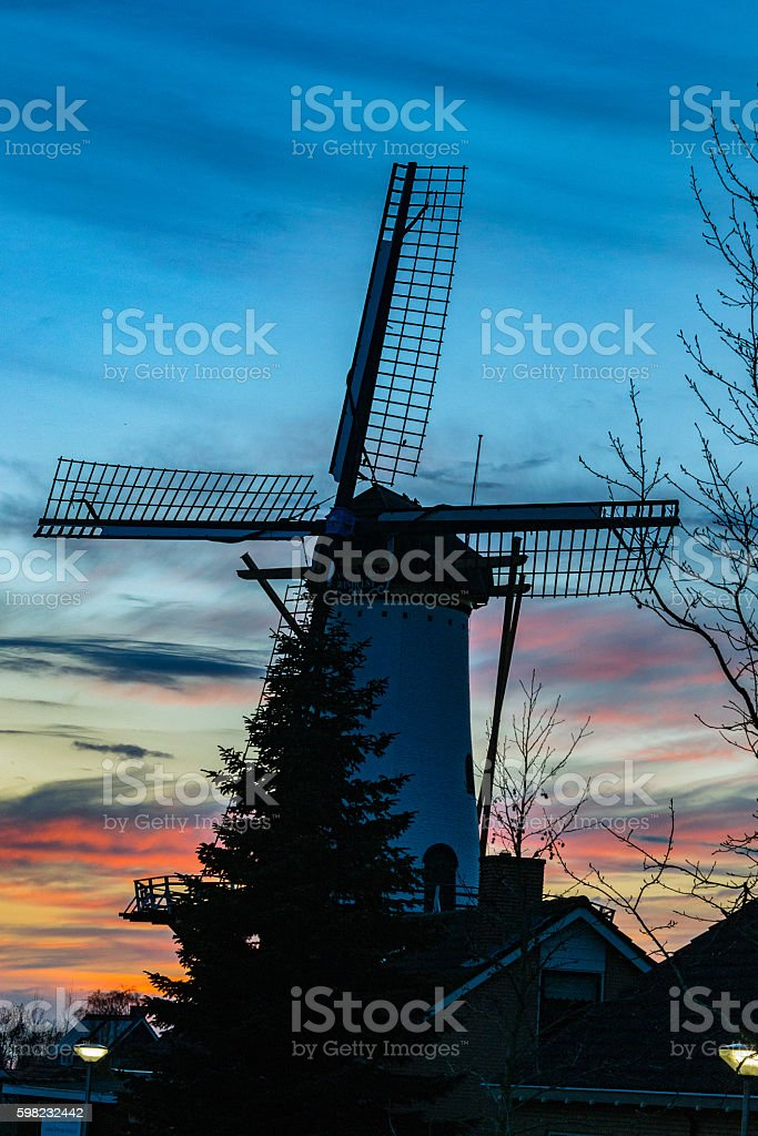 Traditional dutch windmill during sunset foto royalty-free