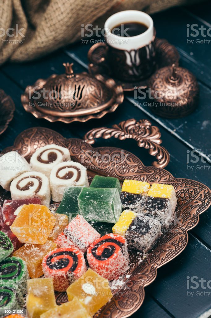 traditional eastern desserts on wooden background zbiór zdjęć royalty-free