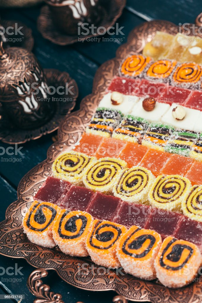 traditional eastern desserts on wooden background zbiór zdjęć royalty-free