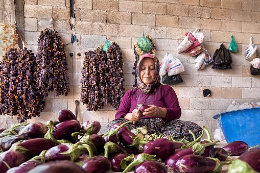Traditionele Aubergine Drogen Proces In Gaziantep Turkije Stockfoto en meer beelden van Aubergine