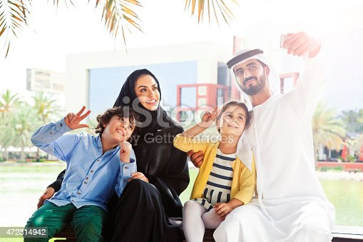 472869308 istock photo Traditional Emirati young family taking a selfie 472314942
