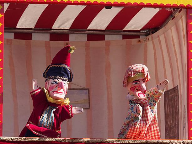 traditionelle englische punch and judy puppen - kasperltheater stock-fotos und bilder
